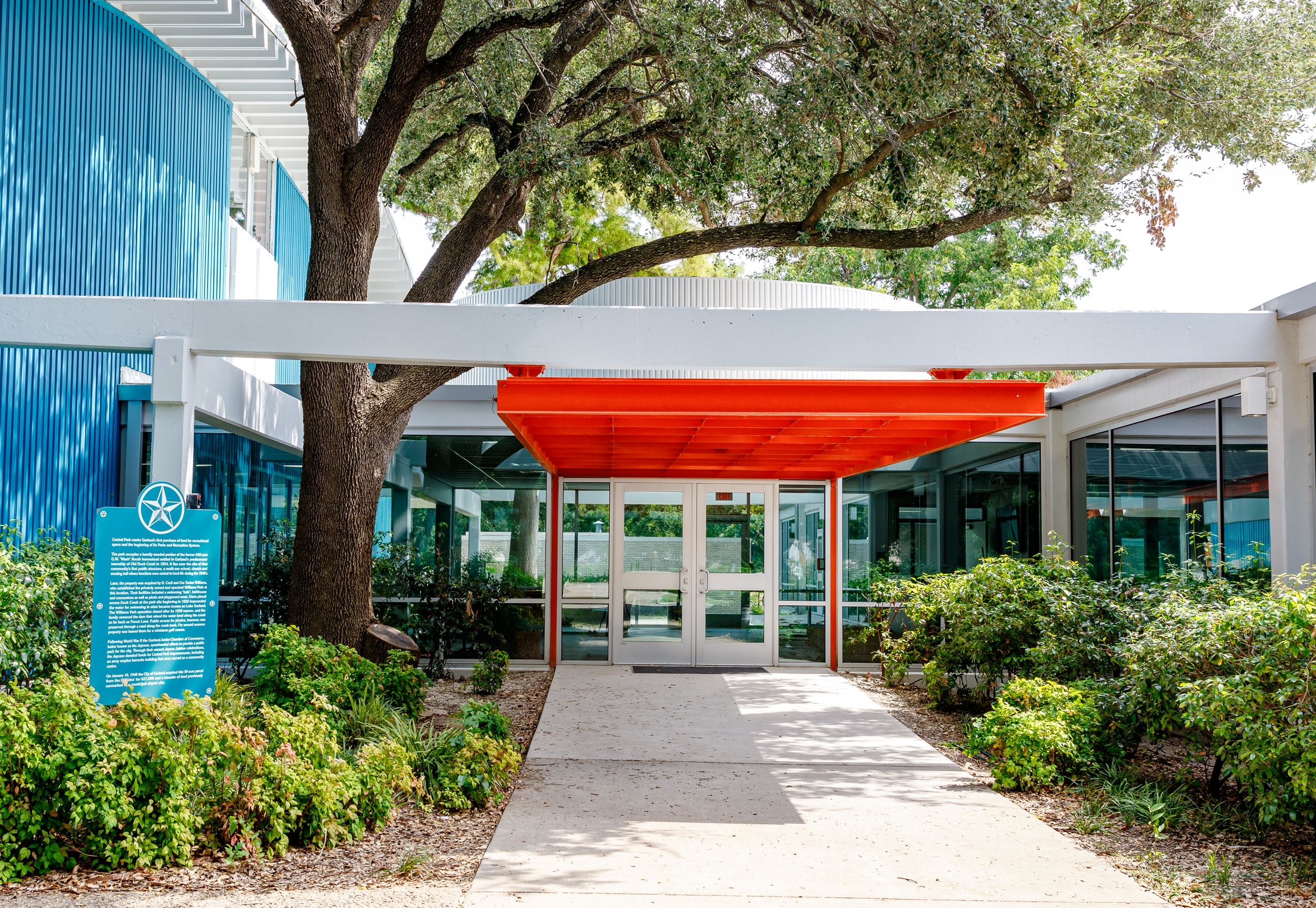 Granger Rec Center front entrance and path